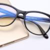 ブルーライトは目に悪くない?!視力低下説を否定!アメリカ学会の発表にネットがざわつく。