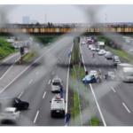 【動画】あおり運転実況見分中に玉突き事故!反対車線で脇見運転?!「アホすぎる」とネットで話題に